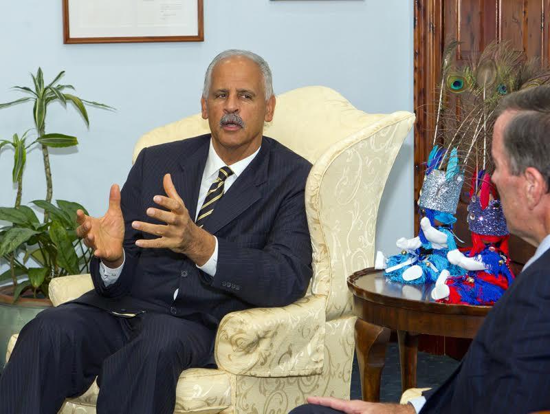Premier welcomes stedman graham Bermuda Nov 23 2015 (2)