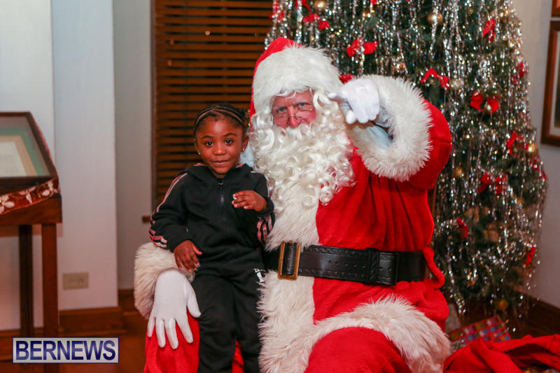 Santa-Claus-In-St-Georges-Bermuda-December-5-2015-1