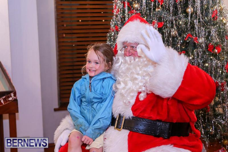 Santa-Claus-In-St-Georges-Bermuda-December-5-2015-17