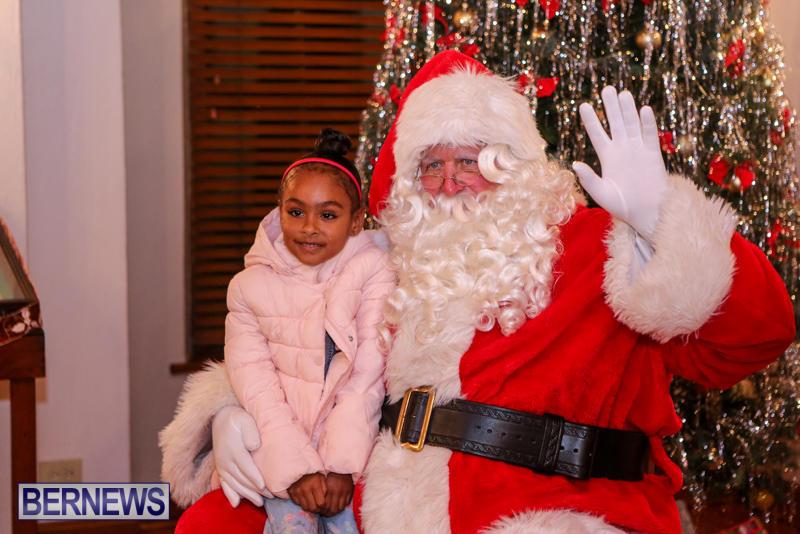 Santa-Claus-In-St-Georges-Bermuda-December-5-2015-24