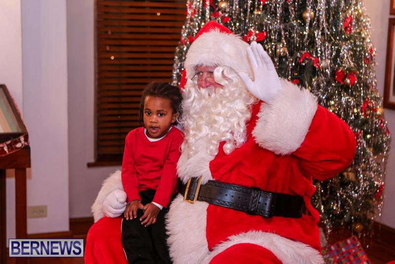 Santa-Claus-In-St-Georges-Bermuda-December-5-2015-25
