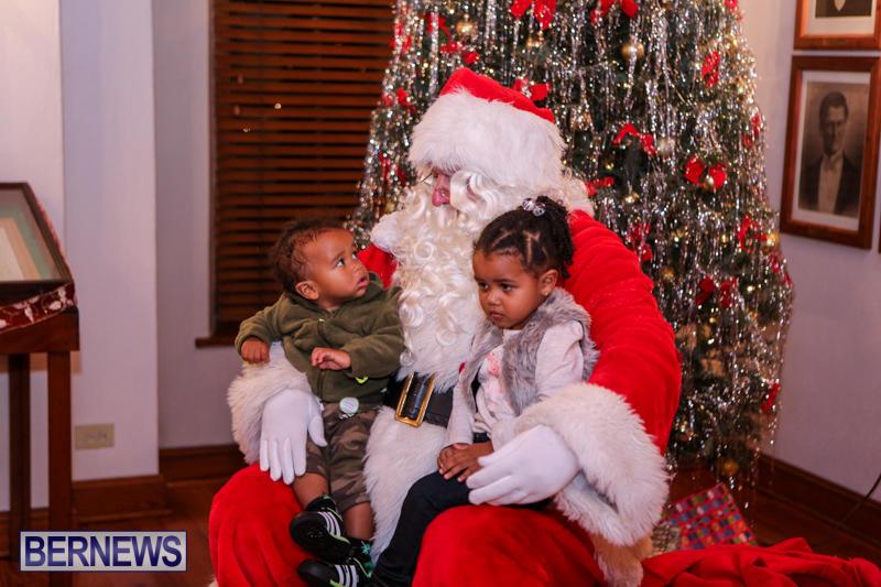 Santa-Claus-In-St-Georges-Bermuda-December-5-2015-26