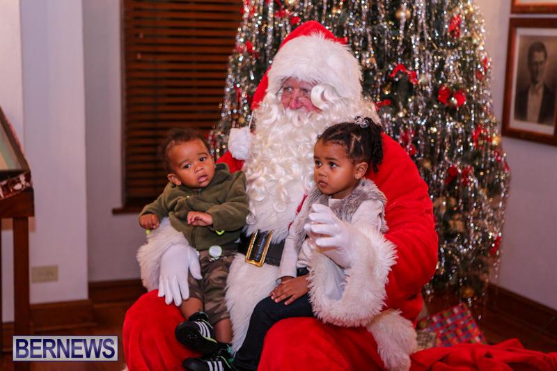 Santa-Claus-In-St-Georges-Bermuda-December-5-2015-27