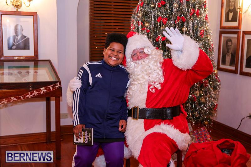 Santa-Claus-In-St-Georges-Bermuda-December-5-2015-35