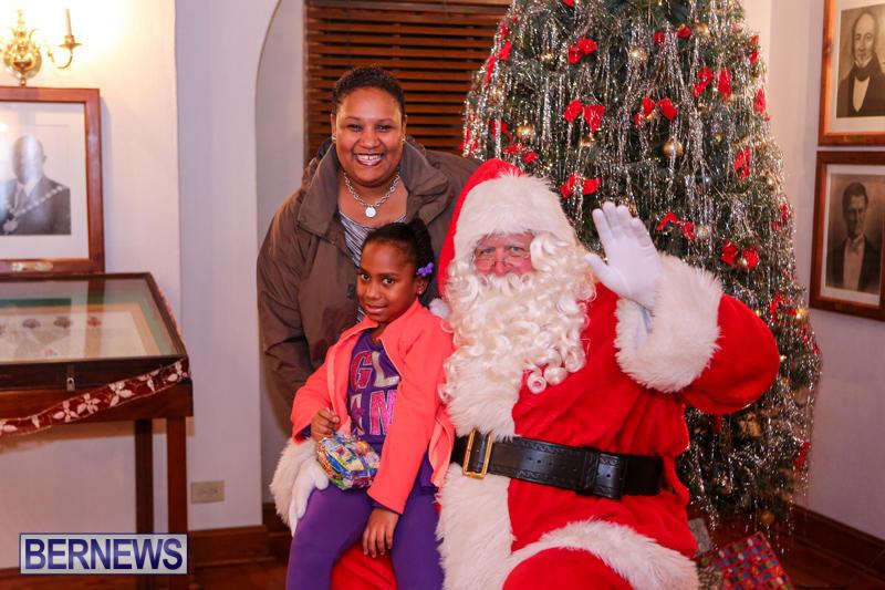 Santa-Claus-In-St-Georges-Bermuda-December-5-2015-40