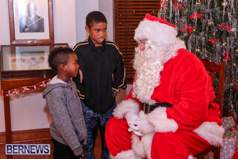 Santa-Claus-In-St-Georges-Bermuda-December-5-2015-41