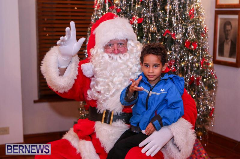 Santa-Claus-In-St-Georges-Bermuda-December-5-2015-44