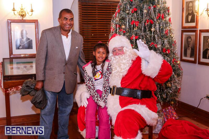 Santa-Claus-In-St-Georges-Bermuda-December-5-2015-47