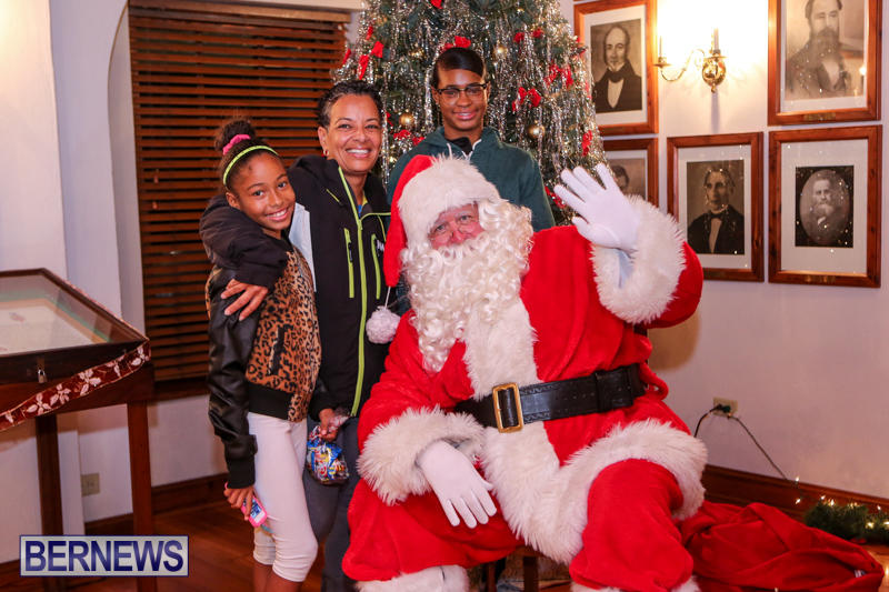 Santa-Claus-In-St-Georges-Bermuda-December-5-2015-48
