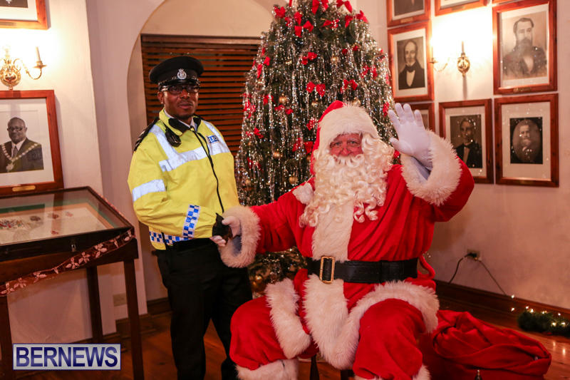 Santa-Claus-In-St-Georges-Bermuda-December-5-2015-53