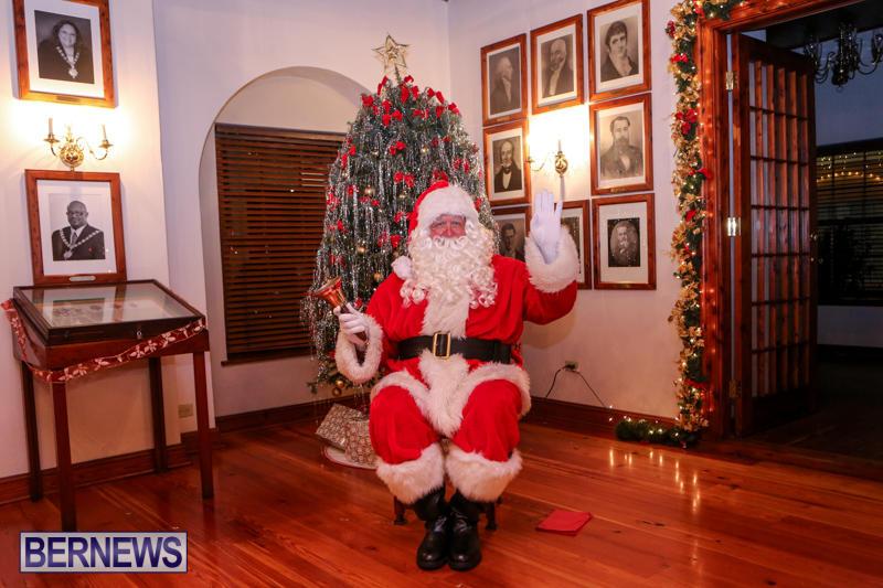 Santa-Claus-In-St-Georges-Bermuda-December-5-2015-56
