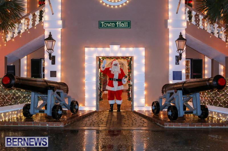 Santa-Claus-In-St-Georges-Bermuda-December-5-2015-64