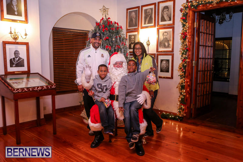 Santa-Claus-In-St-Georges-Bermuda-December-5-2015-72