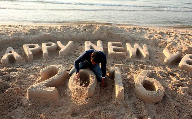 2016 happy new year sand sculpture Bermuda Jan 2 2016