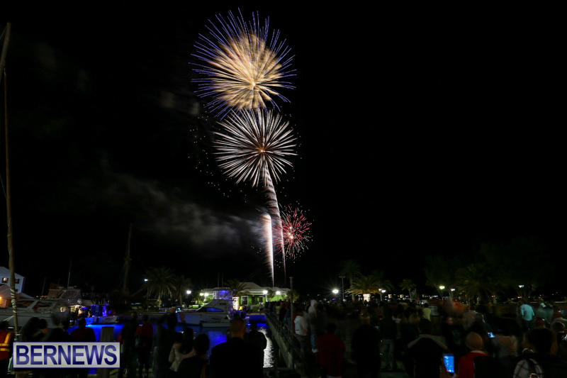New-Years-Eve-Fireworks-St-Georges-Bermuda-December-31-2015-15