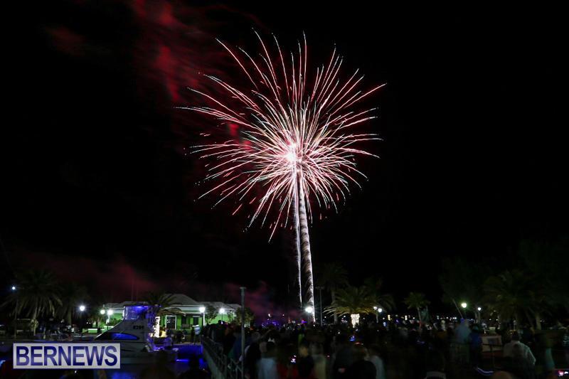 New-Years-Eve-Fireworks-St-Georges-Bermuda-December-31-2015-4