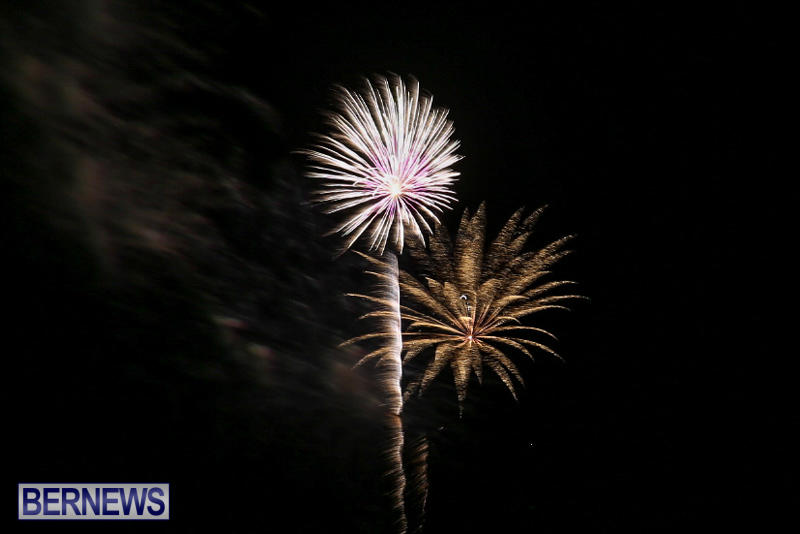 New-Years-Eve-Fireworks-St-Georges-Bermuda-December-31-2015-5
