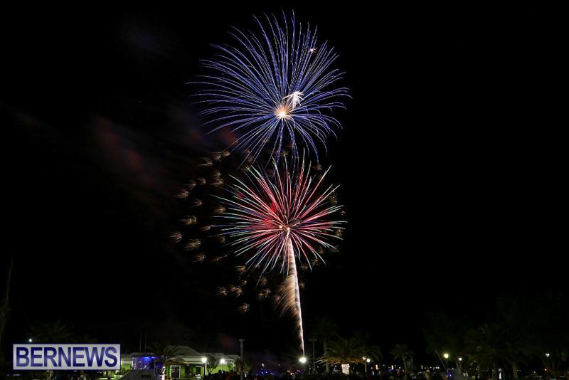 New-Years-Eve-Fireworks-St-Georges-Bermuda-December-31-2015-7