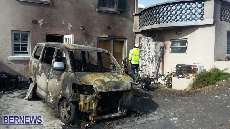 Vehicle On Fire Bermuda Feb 8 2016 (2)