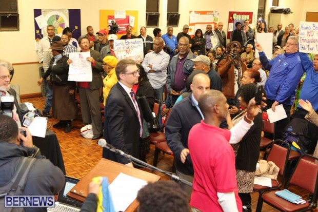 protest at town hall bermuda feb 2016 (14)