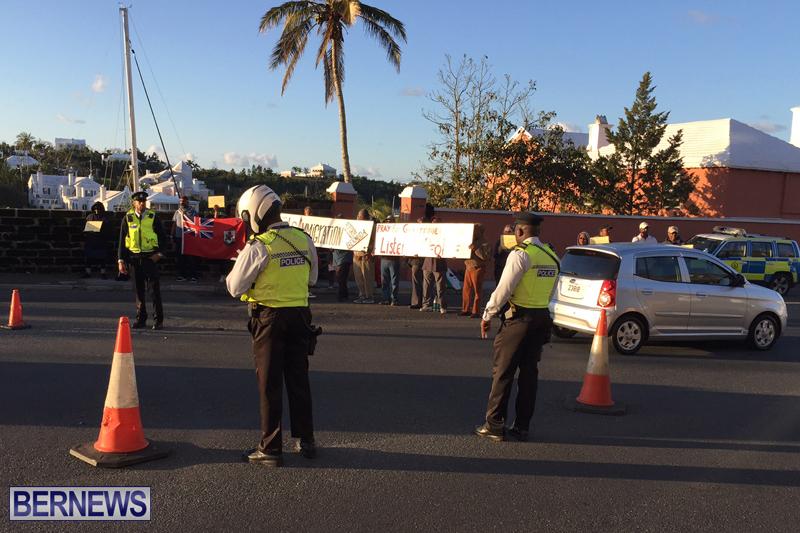 Protesters-On-East-Broadway-Bermuda-Mar-1-2016-2