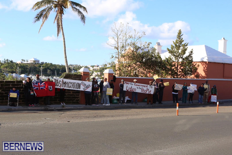 Protesters-On-East-Broadway-Bermuda-Mar-1-2016-27