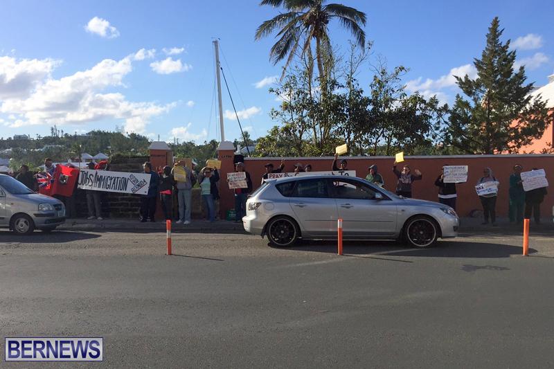 Protesters-On-East-Broadway-Bermuda-Mar-1-2016-28