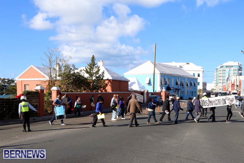 Protesters-On-East-Broadway-Bermuda-Mar-1-2016-33