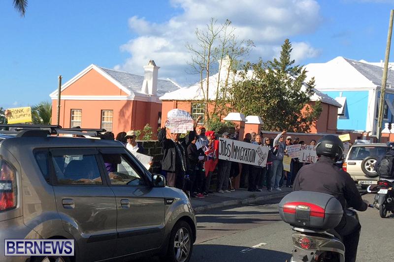 Protesters-On-East-Broadway-Bermuda-Mar-1-2016-35