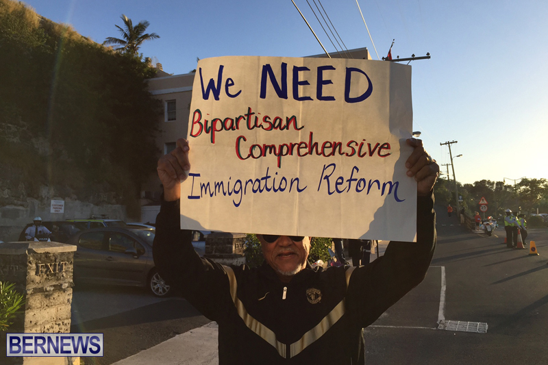 Protesters-On-East-Broadway-Bermuda-Mar-1-2016-4
