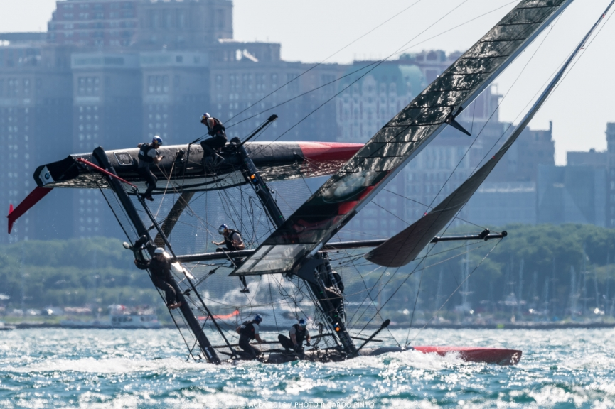 capsizes-at-2016-Chicago-Americas-Cup-on-June-10-3