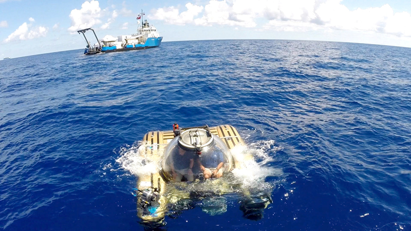 Submersible breaks the surface after dive. Courtesy of Nekton and the XL Catlin Deep Ocean Survey (3)