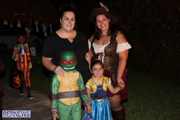 07-2016 October Bermuda Halloween in Devonshire (7)