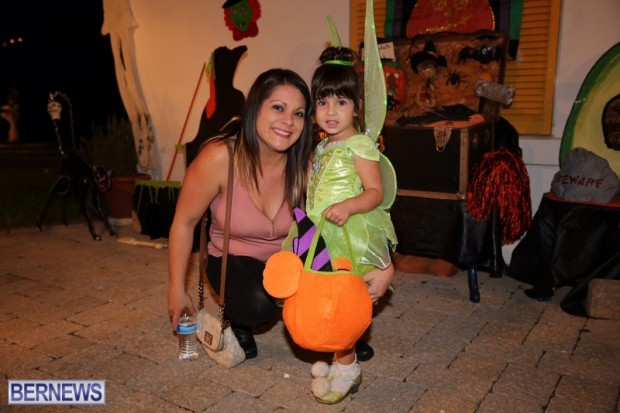 17-2016 October Bermuda Halloween in Devonshire (17)