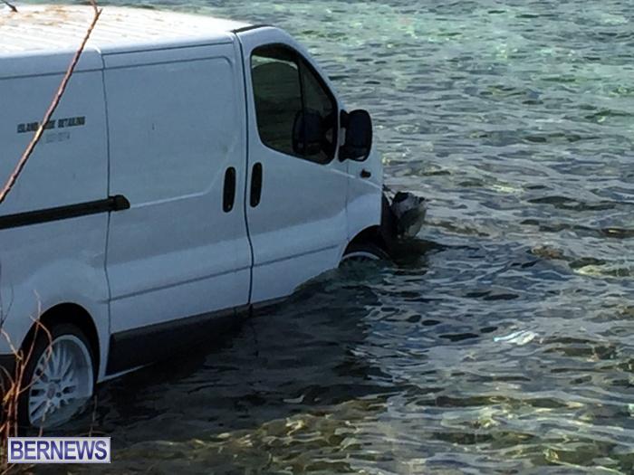 van in water oct 29 2016 (2)