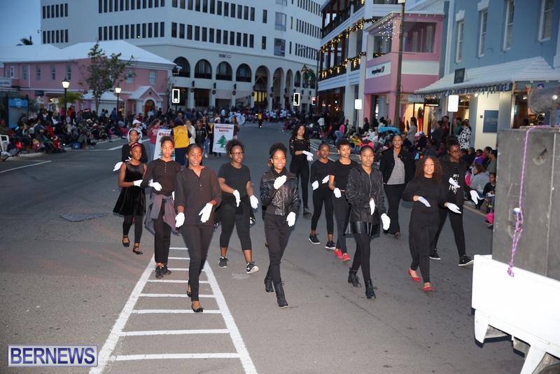 03-2016-Bermuda-Marketplace-Santa-Claus-Parade-7