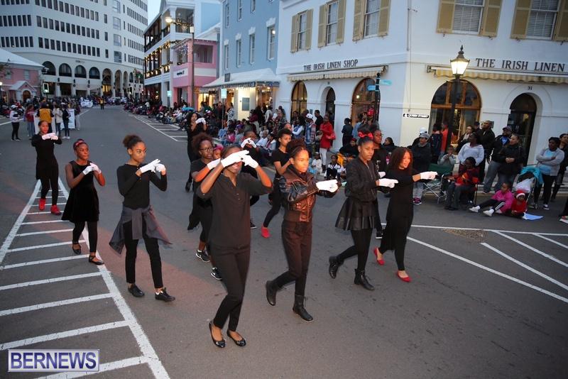 04-2016-Bermuda-Marketplace-Santa-Claus-Parade-8