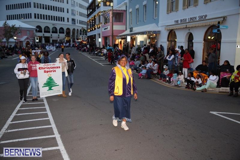 05-2016-Bermuda-Marketplace-Santa-Claus-Parade-9