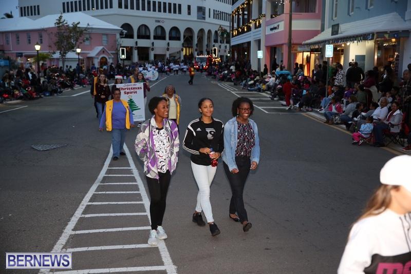 07-2016-Bermuda-Marketplace-Santa-Claus-Parade-10