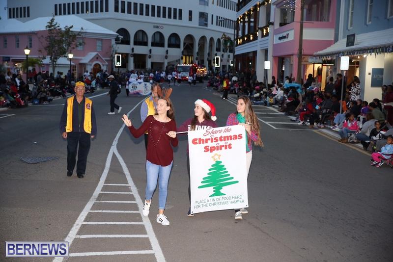 08-2016-Bermuda-Marketplace-Santa-Claus-Parade-12
