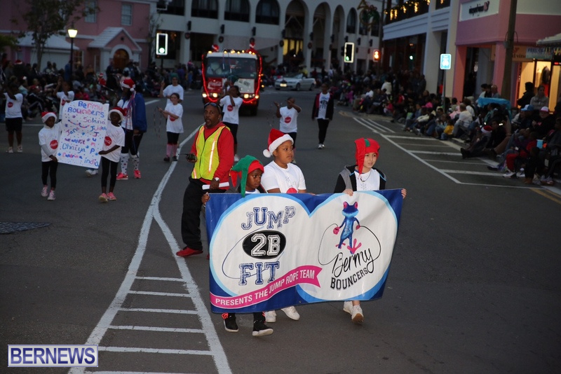 09-2016-Bermuda-Marketplace-Santa-Claus-Parade-13