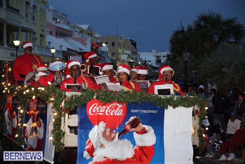 14-2016-Bermuda-Marketplace-Santa-Claus-Parade-18
