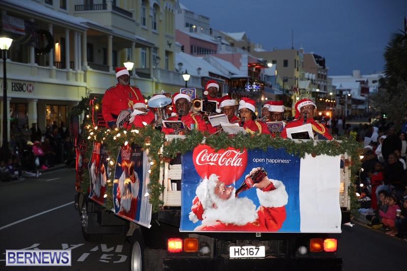 15-2016-Bermuda-Marketplace-Santa-Claus-Parade-19