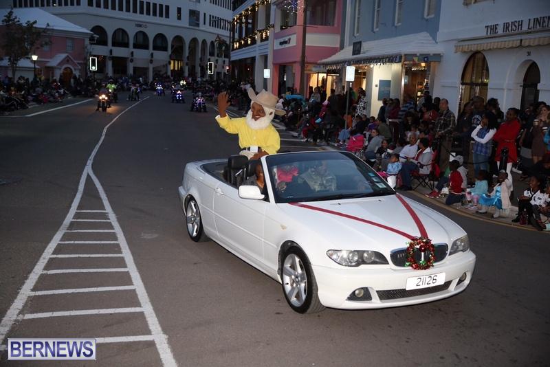 16-2016-Bermuda-Marketplace-Santa-Claus-Parade-20