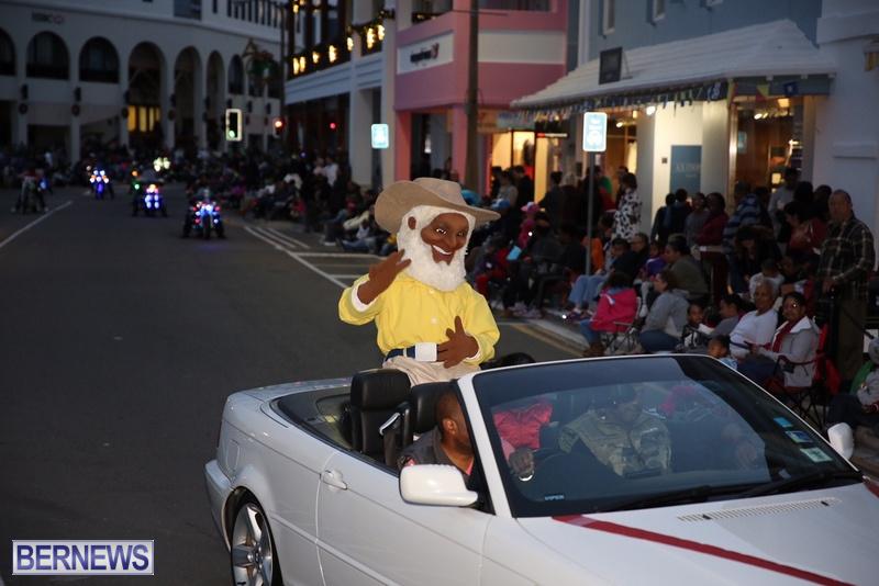 17-2016-Bermuda-Marketplace-Santa-Claus-Parade-21