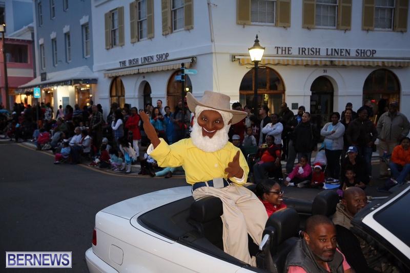 18-2016-Bermuda-Marketplace-Santa-Claus-Parade-22