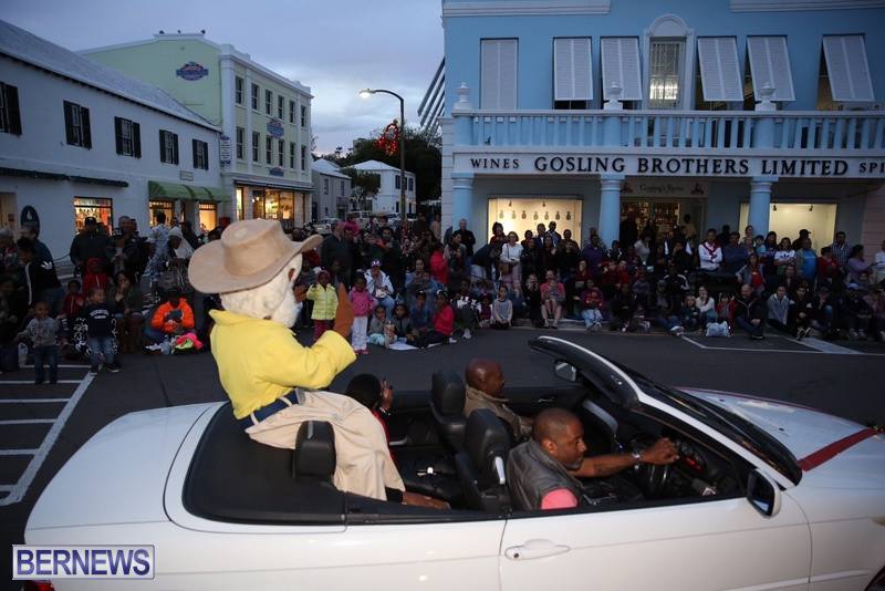 20-2016-Bermuda-Marketplace-Santa-Claus-Parade-24