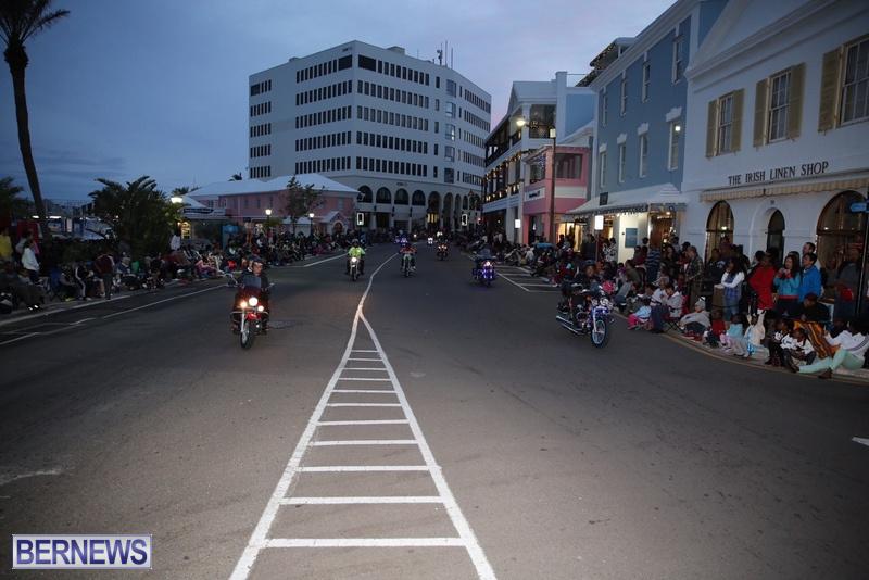 21-2016-Bermuda-Marketplace-Santa-Claus-Parade-25