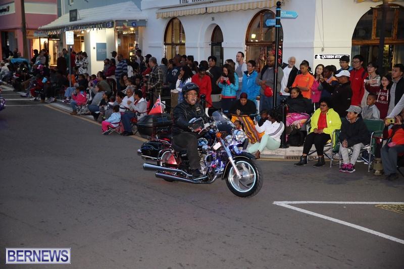 22-2016-Bermuda-Marketplace-Santa-Claus-Parade-27