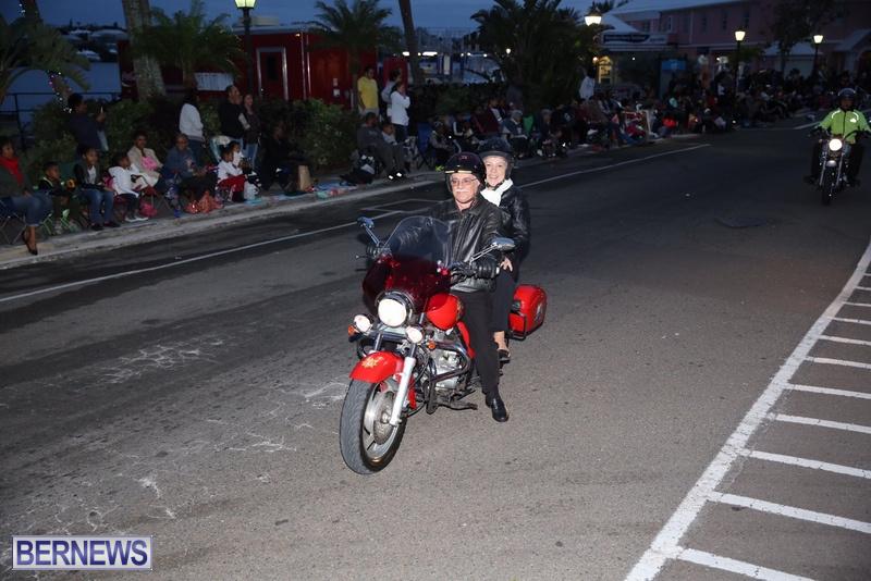 23-2016-Bermuda-Marketplace-Santa-Claus-Parade-28